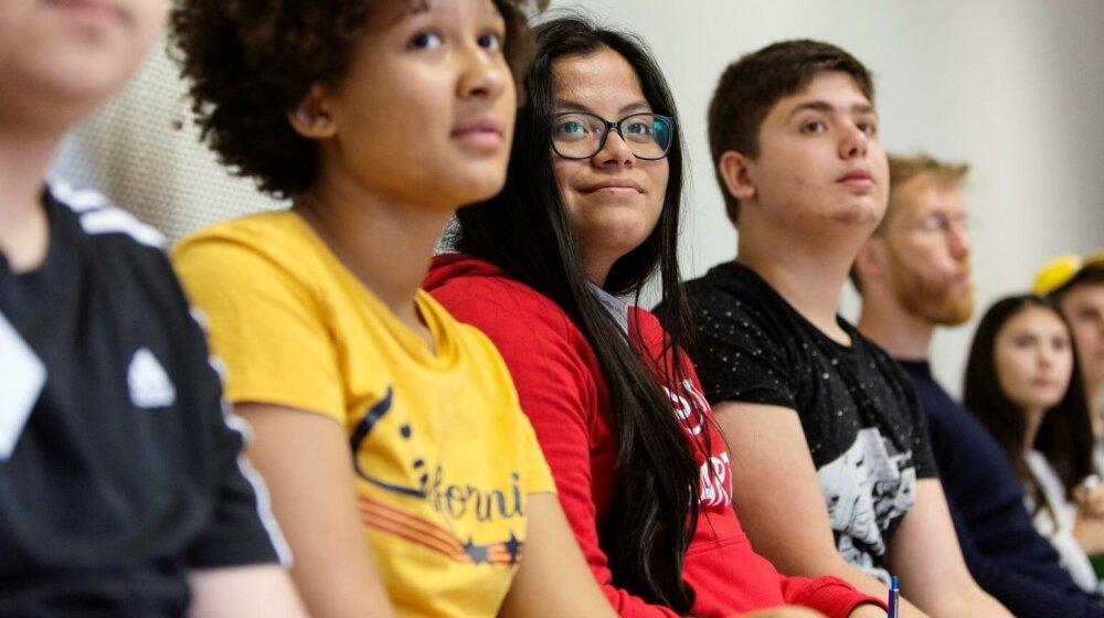 Jugendliche setzen ein Zeichen gegen das Vergessen von NS-Opfern