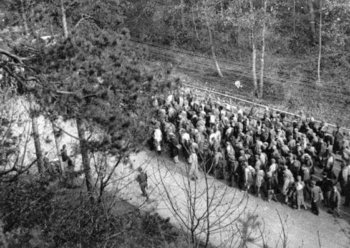 A death march near Dachau. ©Stadtarchiv Landsberg am Lech
